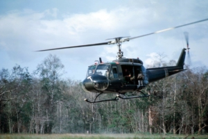 Tomahawk helicopter company extracts US Army soldiers